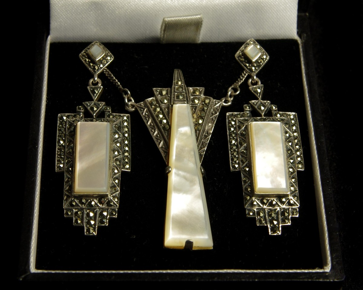 Art deco vintage necklace & earrings