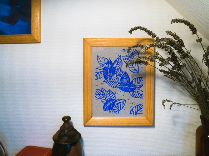 Linoleum -Miss Coco - blue leaves - framed