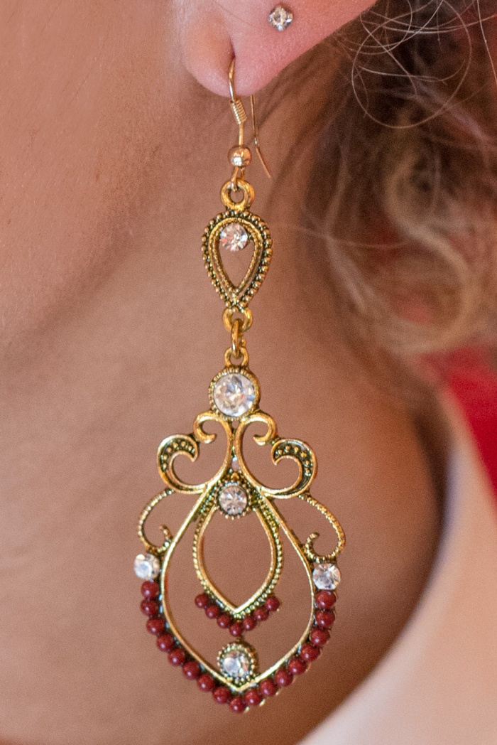 Miss Coco - Beautyshot - an earring - beautifulthings-photography.com