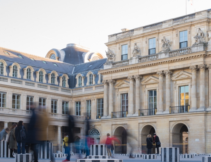 blurred-people-palais-royal-in-paris-how-to-blur-people-learn-more-on-rtatw