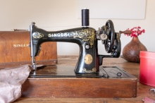 My vintage Singer sewing machine 15K from 1923 - 1 year to learn how to sew