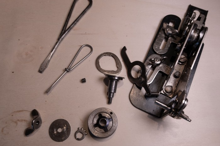 Repairing a Singer buttonholer 121795 from the 1940's