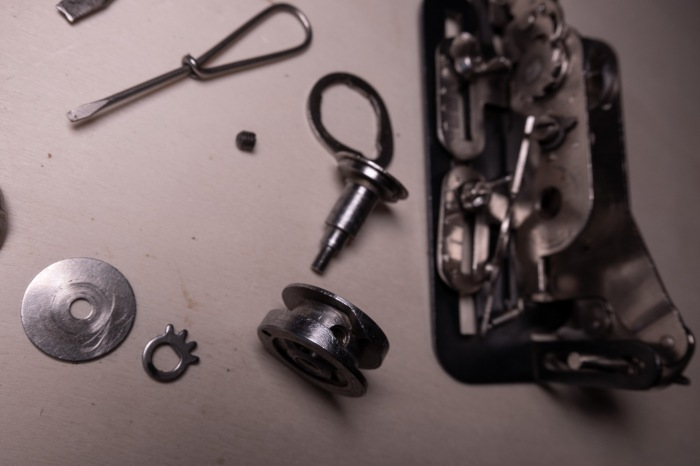 Taking apart a Singer buttonholer 121795 to repair it