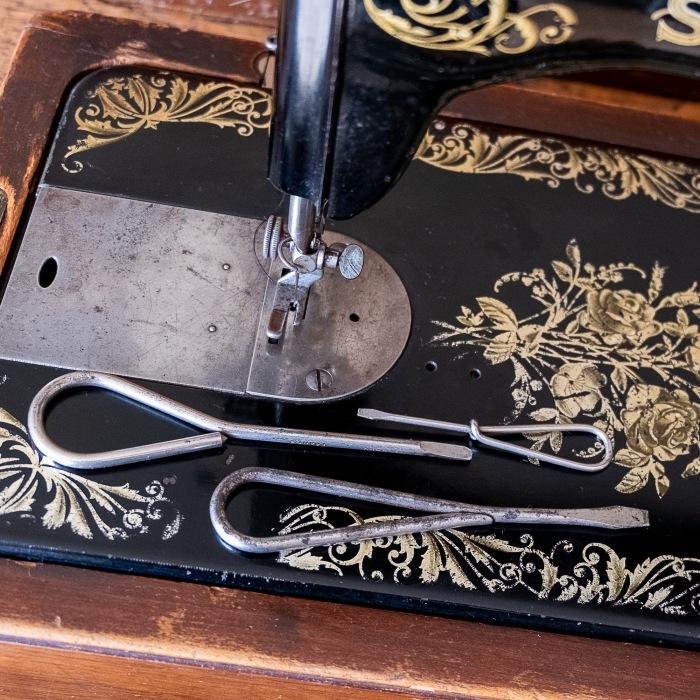 Singer 15K sewing machine screw drivers - Vintage sewing machine tools