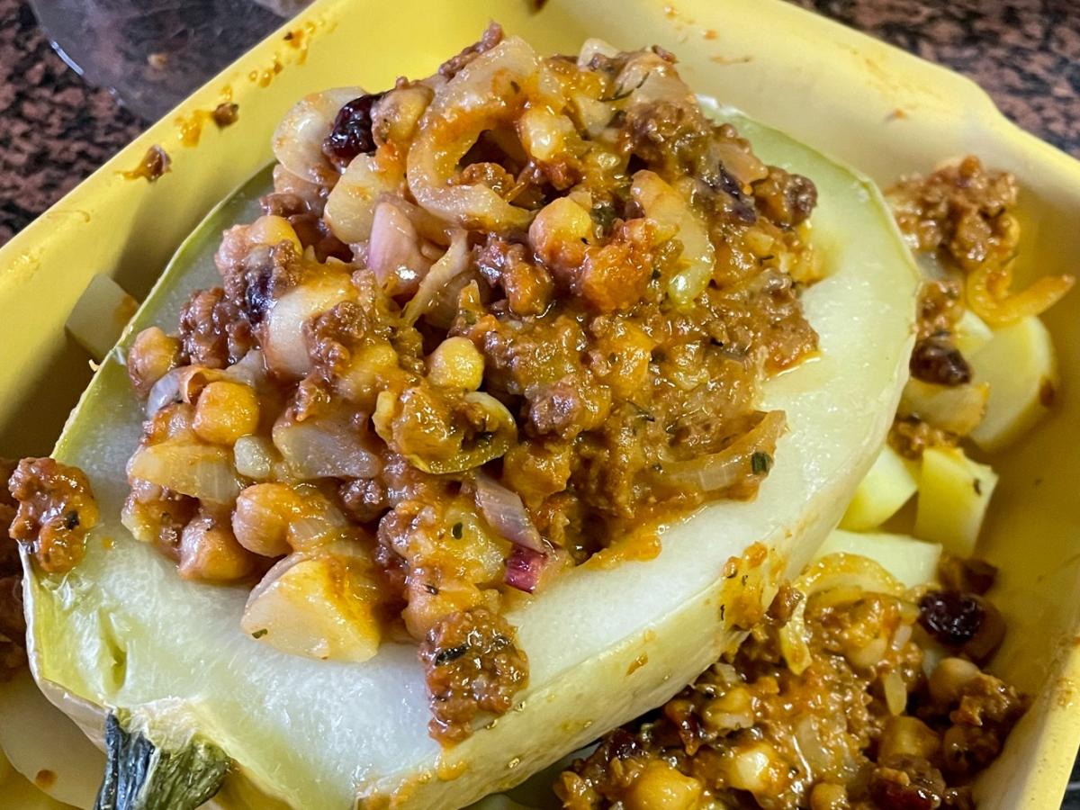 Stuffed zucchini, vegan and easy recipe